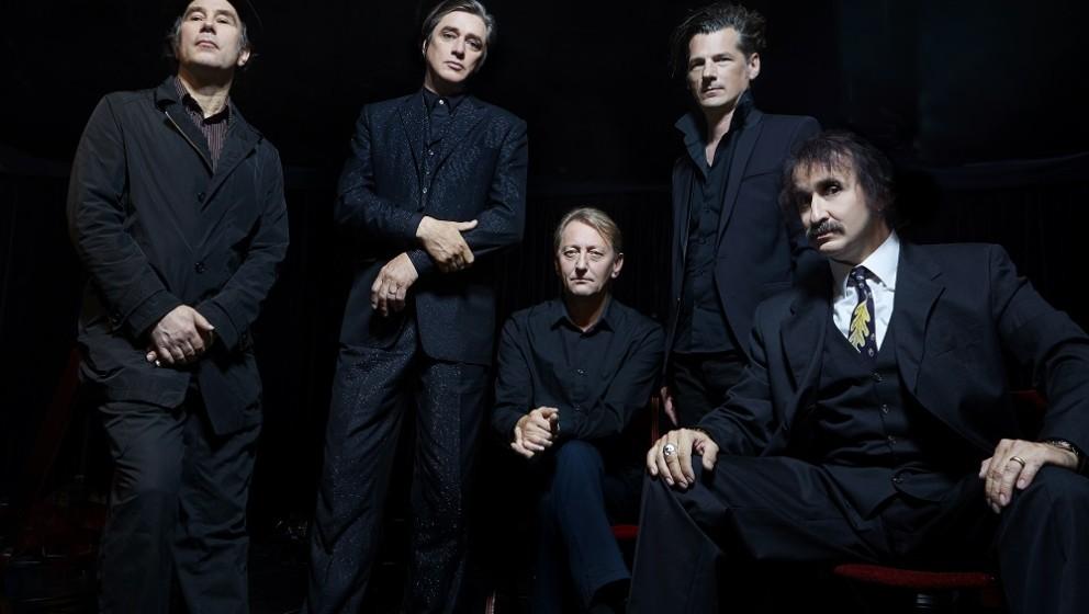 Die Einstürzenden Neubauten melden sich mit ihrem neuen Album LAMENT im November zurück.