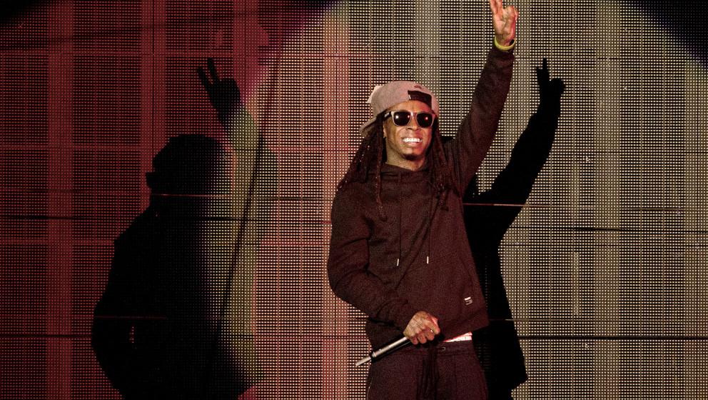 MOUNTAIN VIEW, CA - SEPTEMBER 16: Rapper Lil Wayne performs during the Drake vs. Lil Wayne Tour at Shoreline Amphitheatre on