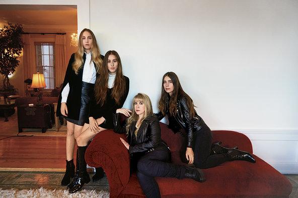 Este, Alana und Danielle Haim mit ihrem großen Idol Stevie Nicks.