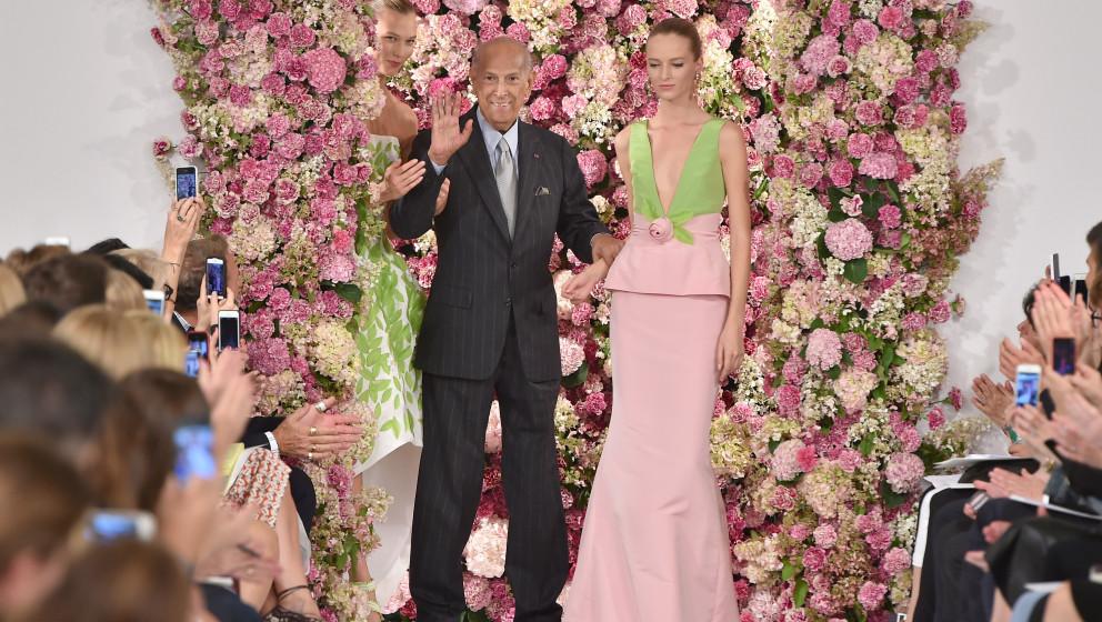 NEW YORK, NY - SEPTEMBER 09:  Designer Oscar de la Renta (C) and model Karlie Kloss (L) walk the runway at the Oscar De La Re