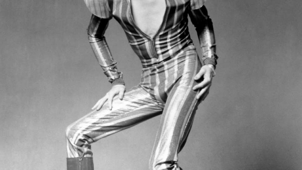 LONDON - JUNE 1972: Musician David Bowie poses for a portrait in his 'Ziggy Stardust' guise in June 1972 in London, England. (Photo by Michael Ochs Archives/Getty Images)