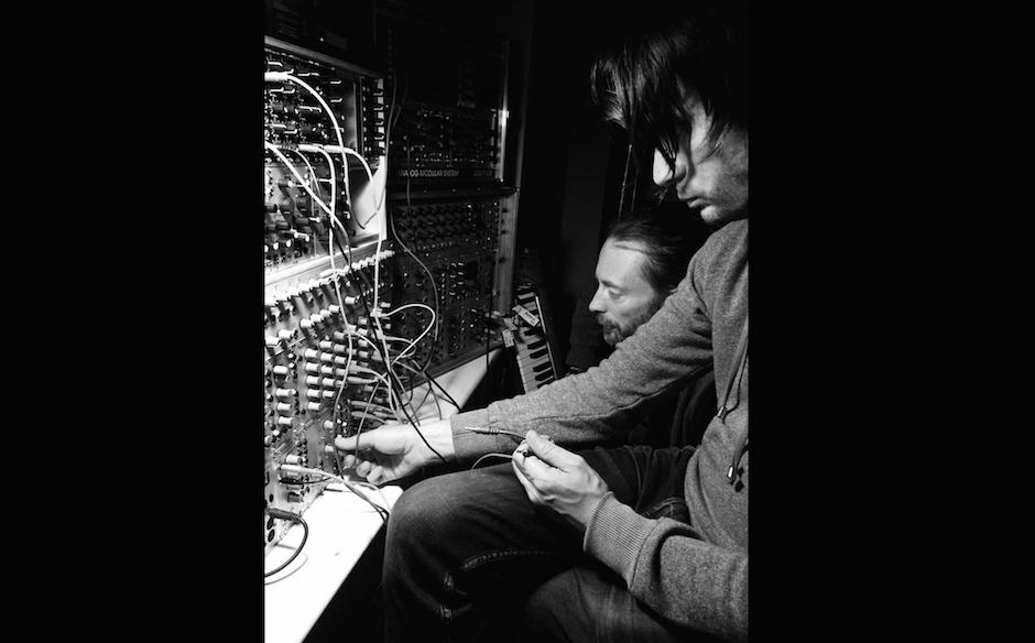 Jonny Greenwood und Thom Yorke im Studio.