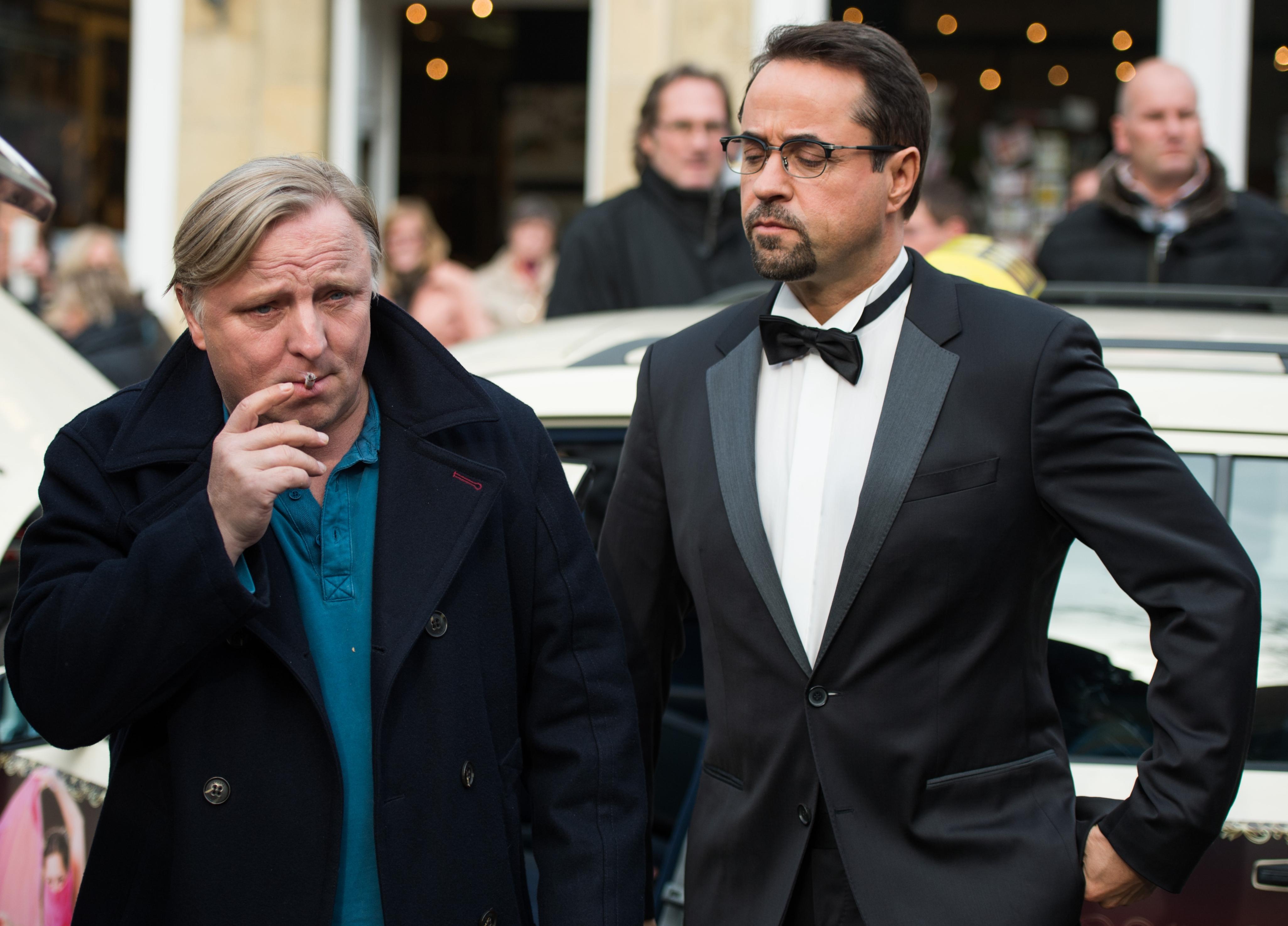 Die Schauspieler Axel Prahl (Kommissar Frank Thiel, l) und Jan Josef Liefers (Prof. Karl-Friedrich Boerne) posieren am 05.11.