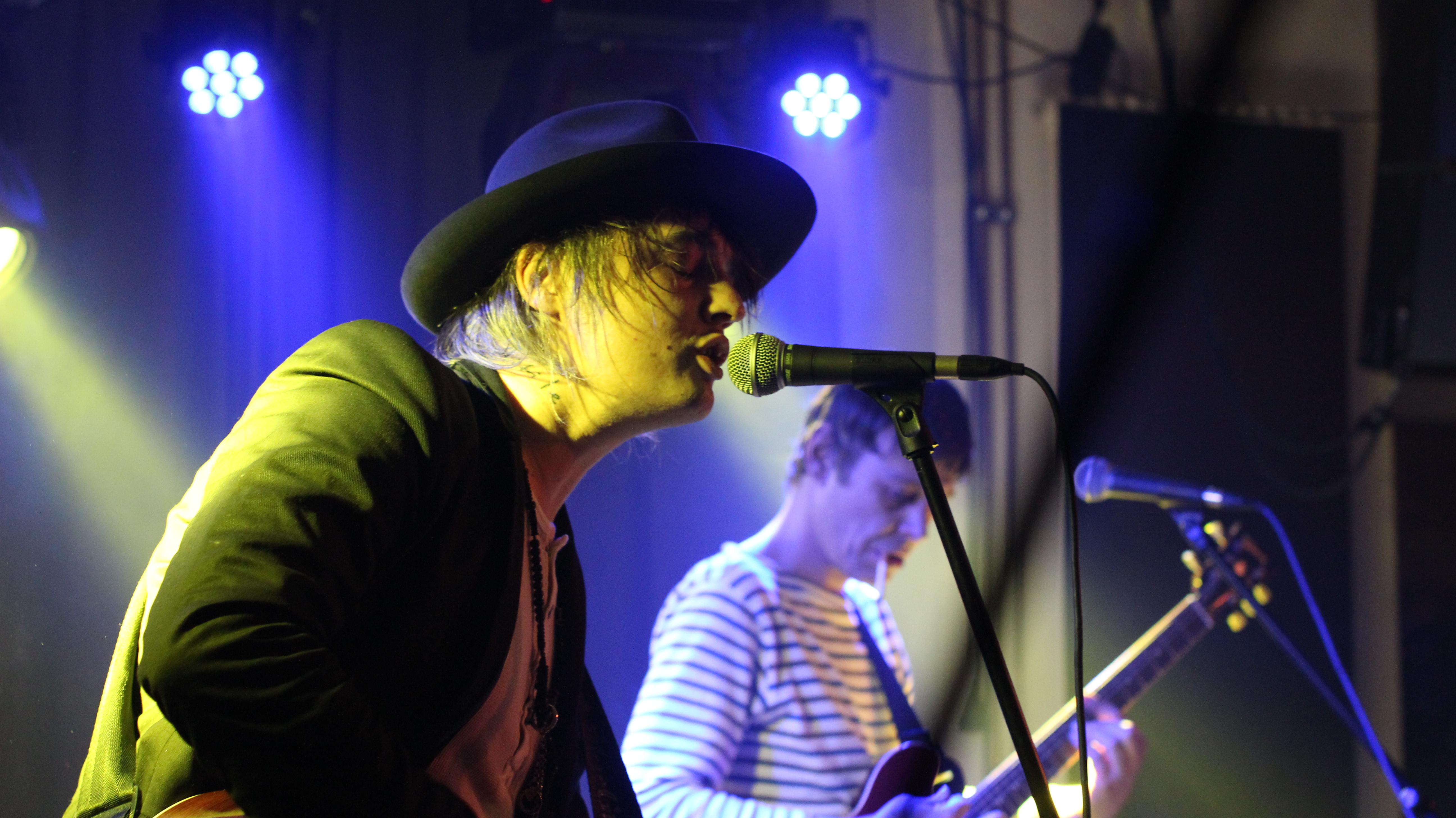 Pete Doherty singt für Amy Winehouse