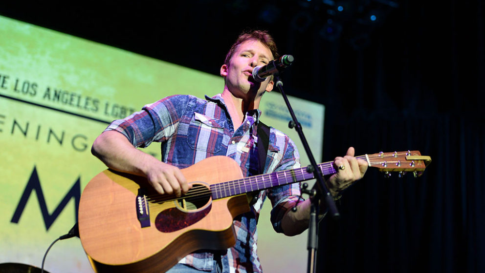 LOS ANGELES, CA - MAY 21:  Singer-songwriter James Blunt performs onstage at An Evening with Women benefiting the Los Angeles