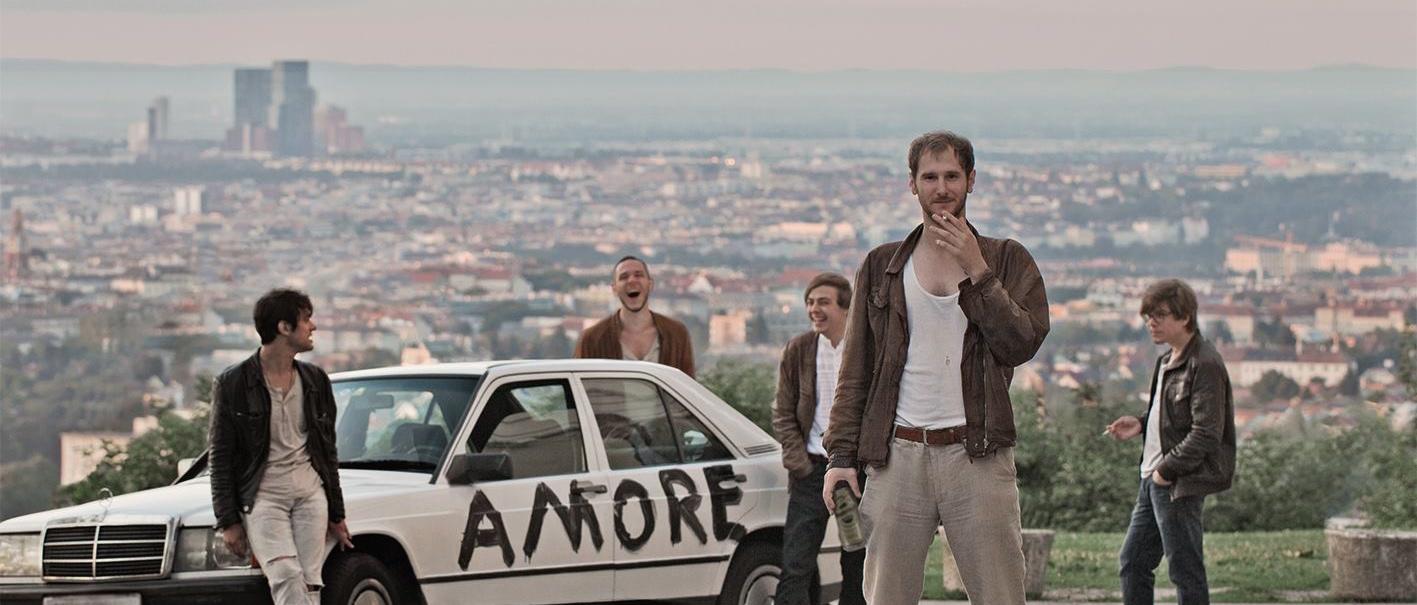Waren mindestens einmal in Bologna: Wanda aus Wien. Ihr Debüt AMORE landete auch in unseren besten Alben des Jahres 2014 wei