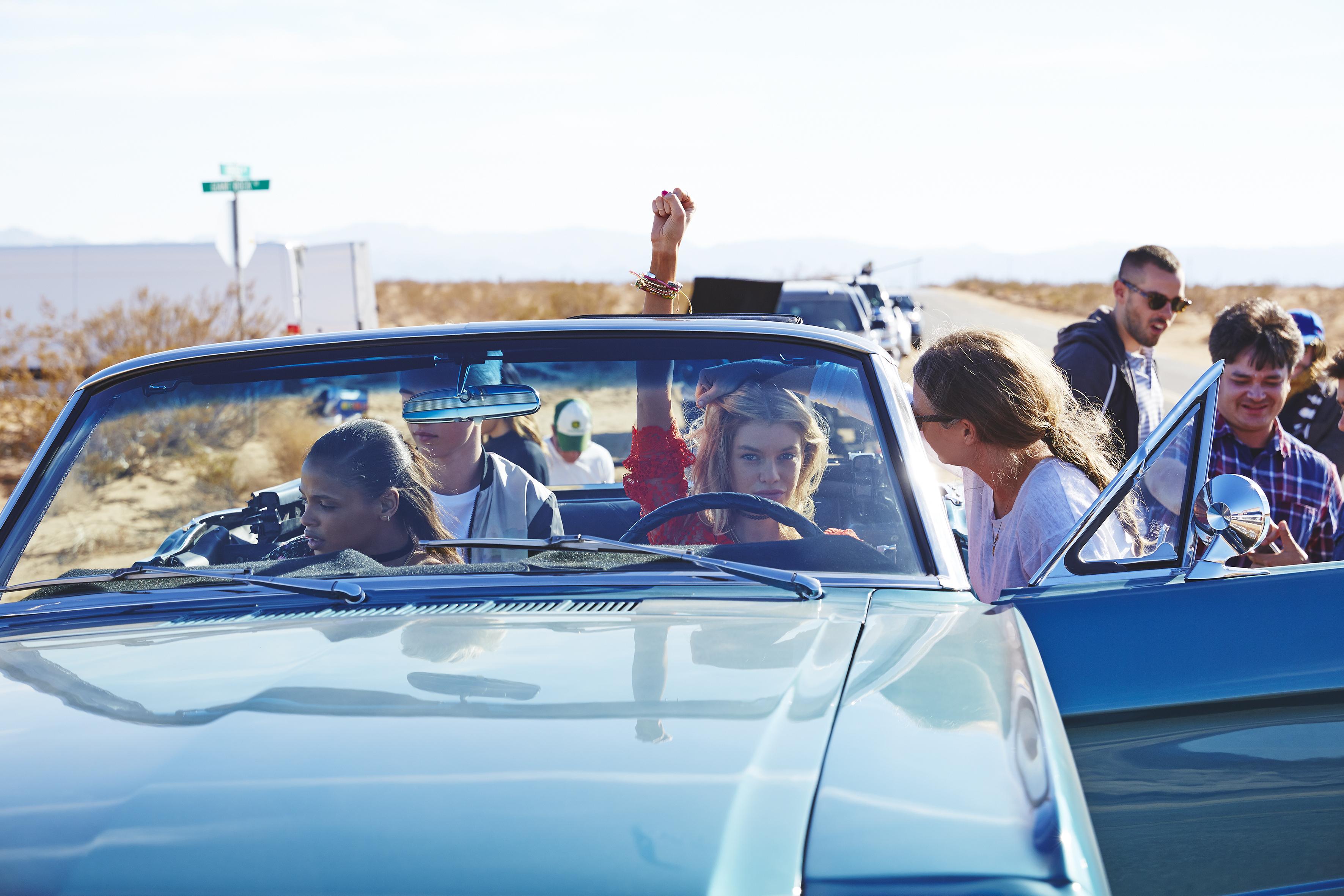 H&M kooperiert mit dem Coachella Festival. So soll man demnach rumlaufen: