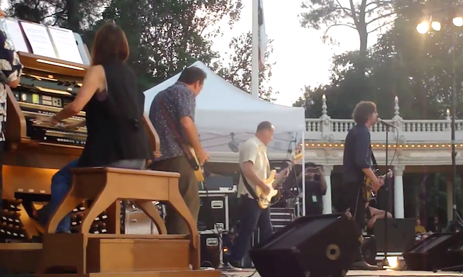 Die sehr gute kalifornische Post-Hardcore-Band Drive Like Jehu löste sich 1995 auf. Letztes Jahr gab es eine einzelne Reunio