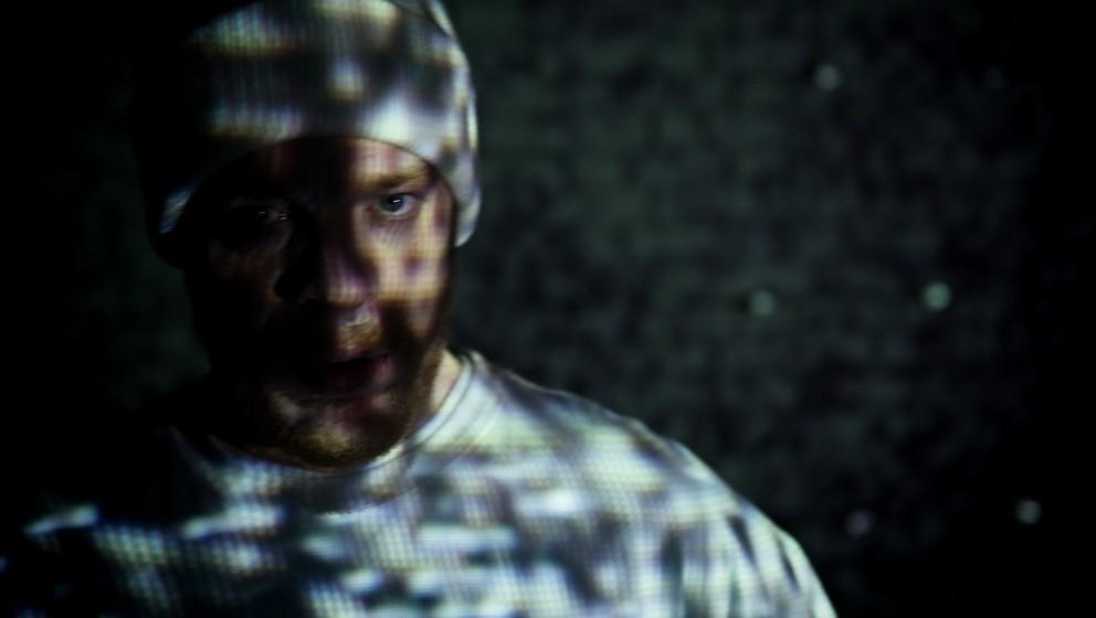 """Video: Ferris MC rechnet in """"Roter Teppich"""" mit deutschen Z-Promis ab"""