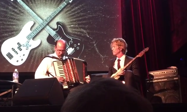 "Krist Novoselic und Duff McKagan covern ""Sweet Child O'Mine"" - mit Akkordeon"