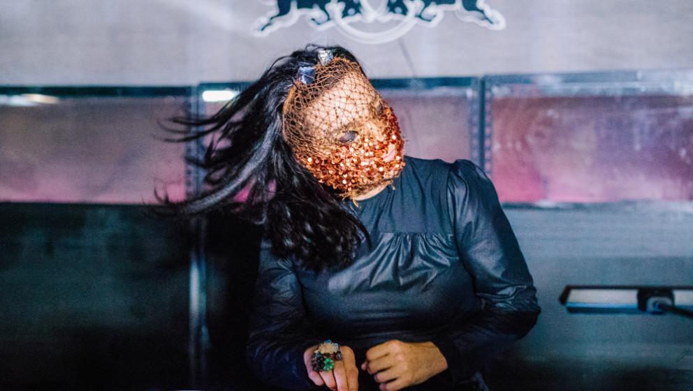 Björk während ihres DJ-Sets zur Geburtstagsfeier des Electronica-Labels Tri Angle Records