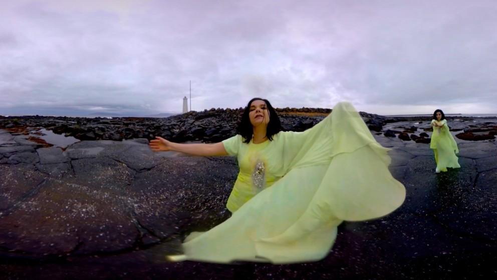 """Björk lässt zwei Videos sehen: """"Stonemilker"""" und..."""