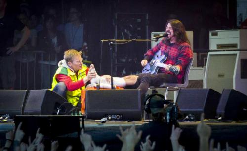 Harter Hund: In Göteburg brach Dave Grohl sich die Knochen - und spielte das Foo-Fighters-Konzert trotzdem weiter
