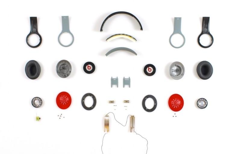 Am Beispiel des auseinander gebauten Beats Solo HD zeigt ein Ingenieur, dass…