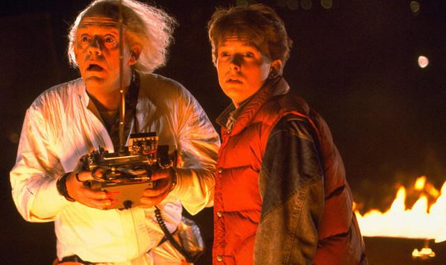 """Reunion der besonderen Art: Christopher Lloyd (li.) und Michael J. Fox (re.), die Stars von """"Zurück In Die Zukunft', trate"""