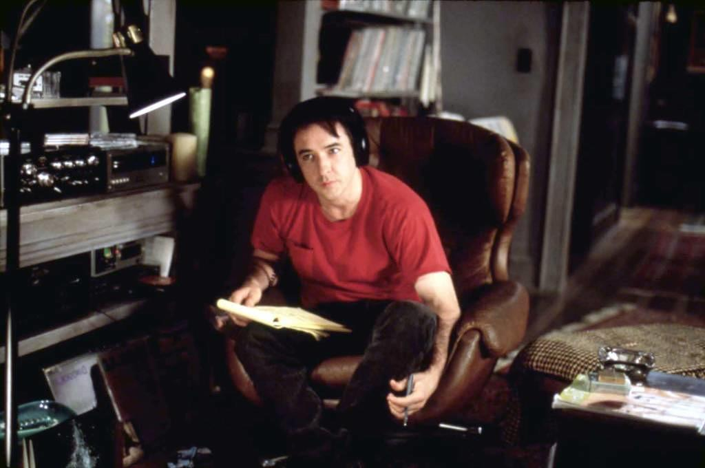 HIGH FIDELITY [US 2000]  director STEPHEN FREARS  JOHN CUSACK HIGH FIDELITY [US 2000]  JOHN CUSACK     Date: 2000 (Mary Evans Picture Library) Keine Weitergabe an Drittverwerter., Nur für redaktionelle Verwendung.