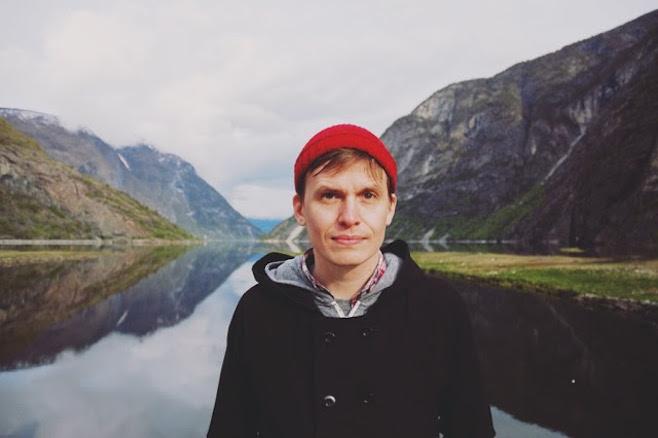 Chris Walla in seiner neuen Heimat Skandinavien, die das Klangbild seines neuen Solo-Albums TAPE LOOPS entscheiden prägte