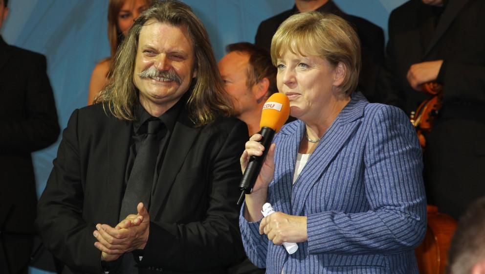 Dr. Angela Merkel und Leslie Mandoki  bei der CDU MediaNight 2011 im Konrad Adenauer Haus in Berlin.