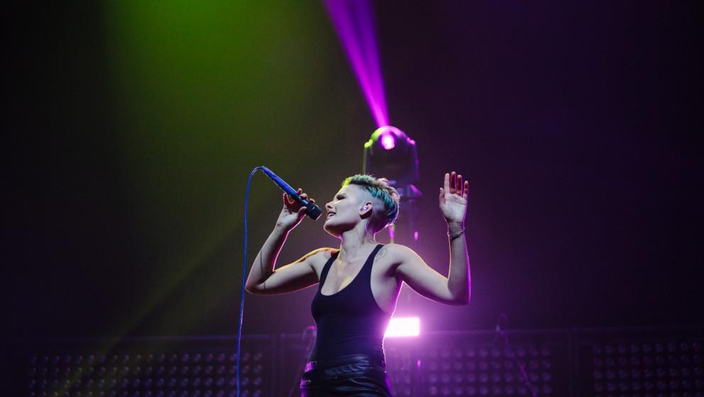 Die amerikanische Elektropopsängerin Halsey kommt 2016 für zwei Konzerte nach Deutschland.