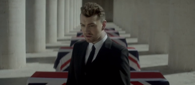 "Sam Smith im Video zum Bond-Song ""Writing's On the Wall"""