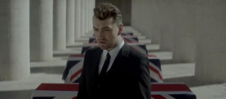 "Sam Smith im Video zum Bond-Song ""Writing's On the Wall"""