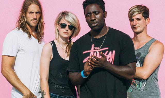 Bloc Party sind mit einem neuen Mitglied am Schlagzeug zurück und brachten im Januar 2016 das Album HYMNS raus