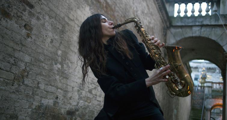 PJ Harvey im Londoner Somerset House, wo sie Anfang des Jahres ihr neues Album aufnahm. Bei ihren jüngsten Konzerten blieb d