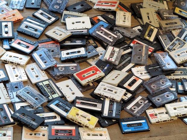 Urban Outfitters verkauft ab sofort nicht nur Vinyl sondern auch Kassetten.