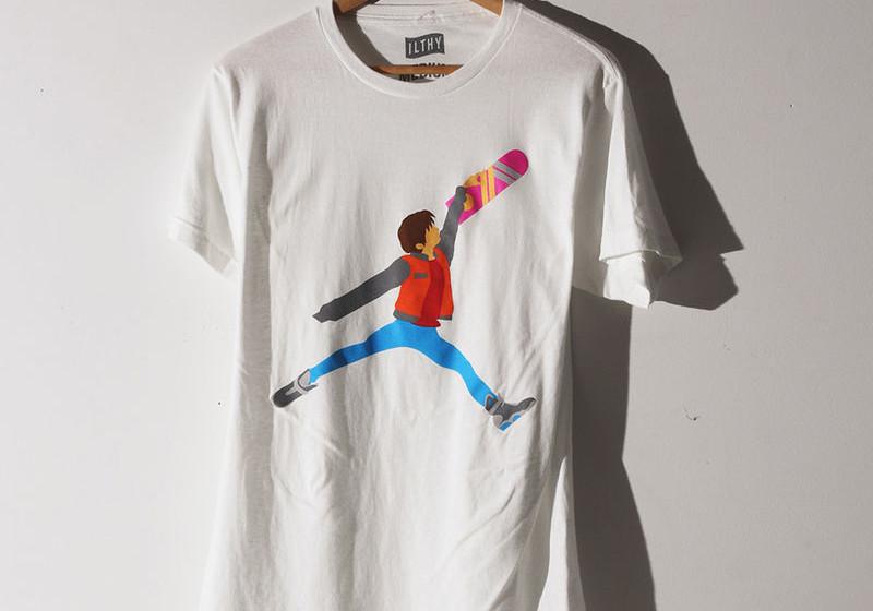 """Marty McFly aus """"Zurück in die Zukunft"""" springt á la Michael Jordan auf T-Shirts rum."""