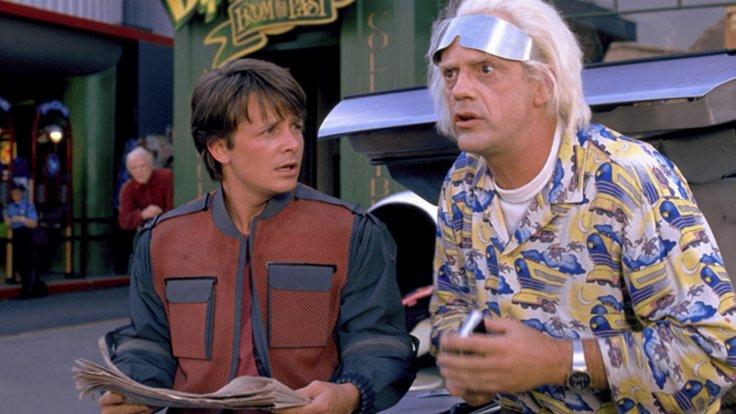 """Heute läuft """"Zurück in die Zukunft 2"""" mit Michael J. Fox und Christopher Lloyd im Fernsehen."""