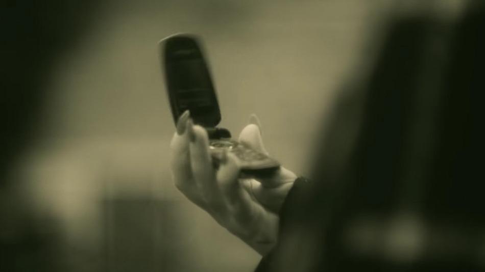"""Adele telefoniert in """"Hello"""" auf die altmodische Art – zu viel für die Twitter-Gemeinde"""