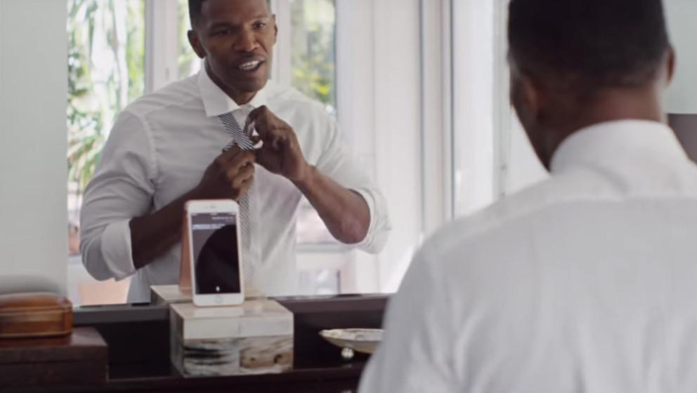 Mit dem Smartphone sprechen - das kann Jamie Foxx in der neuen Apple-Werbung gut.
