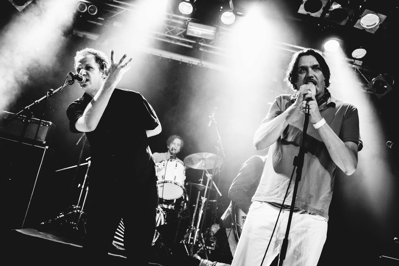 So sehen sie live aus: Bürgermeister der Nacht gemeinsam mit Frank Spilker auf der Bühne