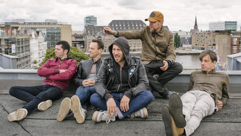 Über den Dächern von Berlin: Gitarrist Bernd Kurtzke, Gitarrist/Keyboarder Peter Baumann, Sänger und Gitarrist Arnim Teutoburg-Weiß, Bassist Torsten Scholz und Schlagzeuger Thomas Götz