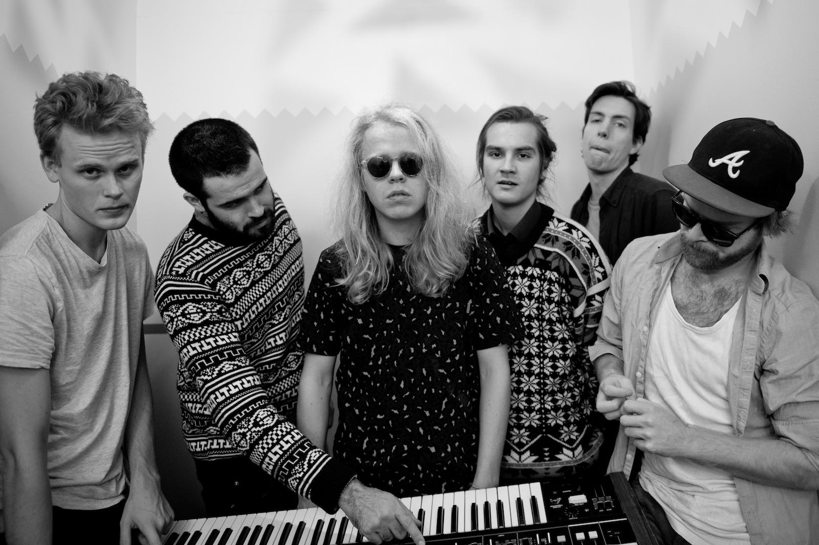 """Kakkmaddafakka präsentieren ihren ersten Song """"Galapagos"""" vom kommenden Album KMF."""
