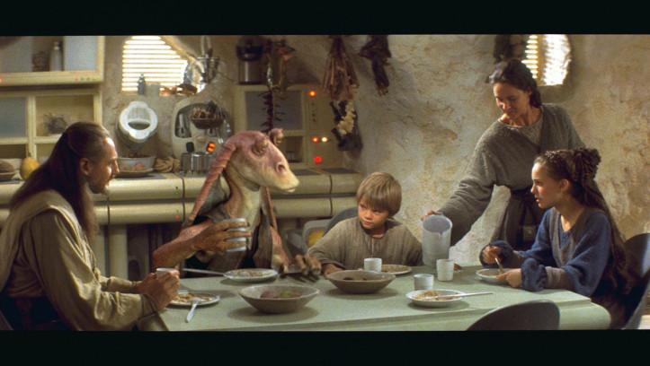 Auf Tattoine treffen sie auf den Sklavenjungen Anakin Skywalker. Qui-Gon spürt, dass die Macht stark in ihm ist und will Anakin zum Jedi ausbilden.