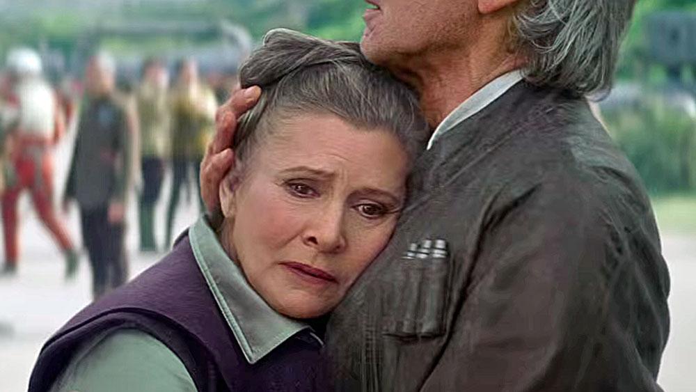 """Leia lässt sich von Han Solo in dieser Trailerszene aus """"Episode VII"""" trösten."""