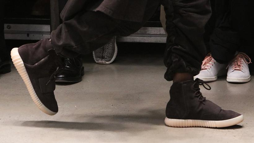 Der adidas Yeezy Boost 750 in Schwarz (während der Show der Yeezy Season 2).