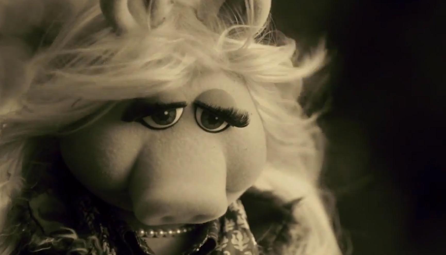"""Miss Piggy mit Sepia-Filter á la Adele im Video zu """"Hello"""""""
