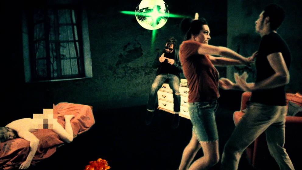 """Eine Szene aus Suedes """"Like Kids'-Musikvideo."""