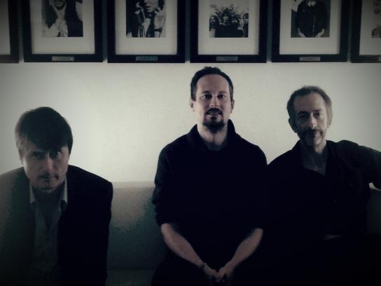ME-Redakteur Stephan Rehm (M.) im Gespräch mit Brett Anderson (l.) und Mat Osman