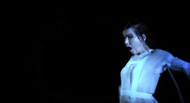 """Sängerin Björk zeigt ein Video zum Song """"Mouth Mantra"""""""