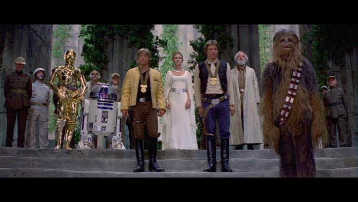 Zurück auf Yavin werden unsere tapferen Helden mit Auszeichnungen geehrt. Für eine kurze Zeit herrscht wieder Frieden in der Galaxis.