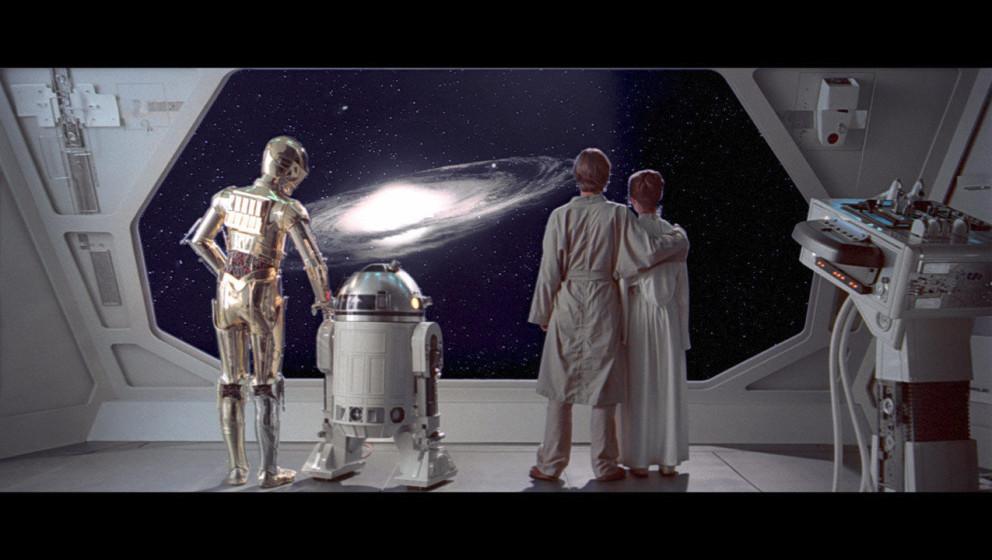 C-3PO, R2-D2, Luke und Leia beobachten den Rasenden Falken dabei, wie er sich auf den Weg nach Tatooine macht, um Han aus den