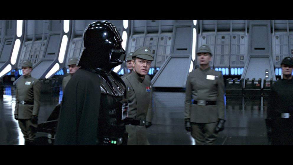 Die Konstruktion geht nicht so schnell voran wie geplant. Darth Vader verkündet, dass in ein paar Tagen der Imperator ankomm