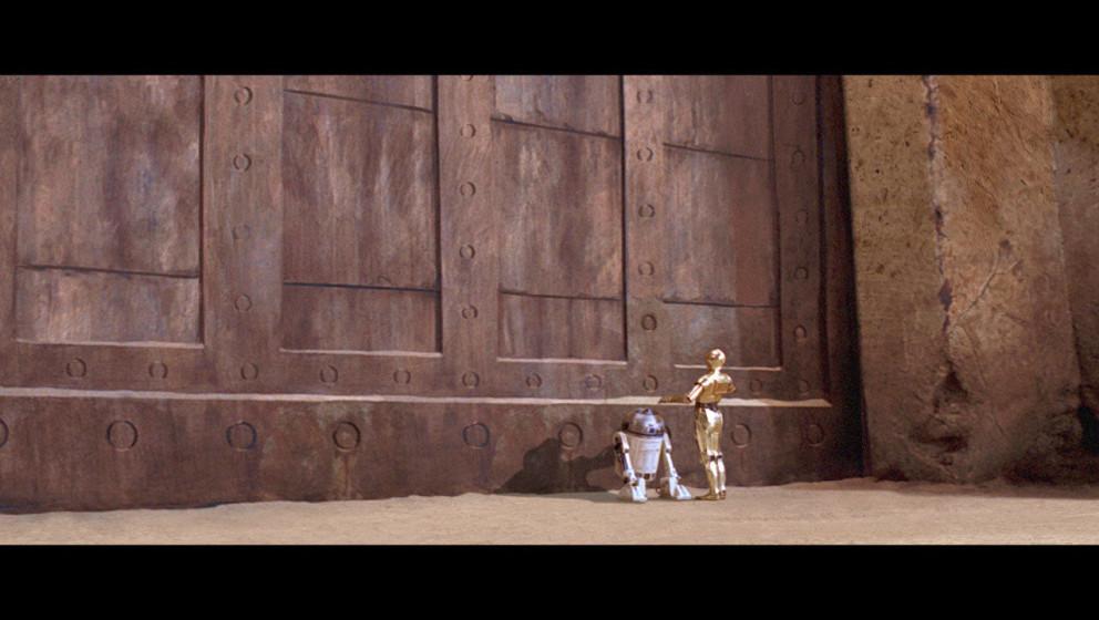 C-3PO und R2-D2 sind zu Jabbas Palast auf Tatooine gereist, um eine Botschaft von Luke Skywalker zu überbringen. Luke erbitt