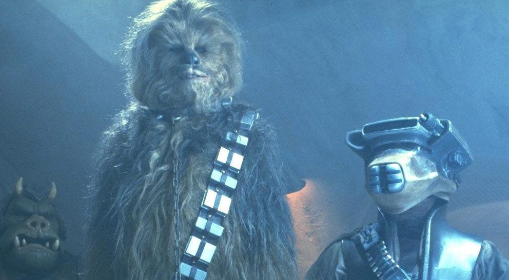 Ein Kopfgeldjäger namens Boushh hat Chewbacca gefangen genommen und verlangt von Jabba eine Belohnung.