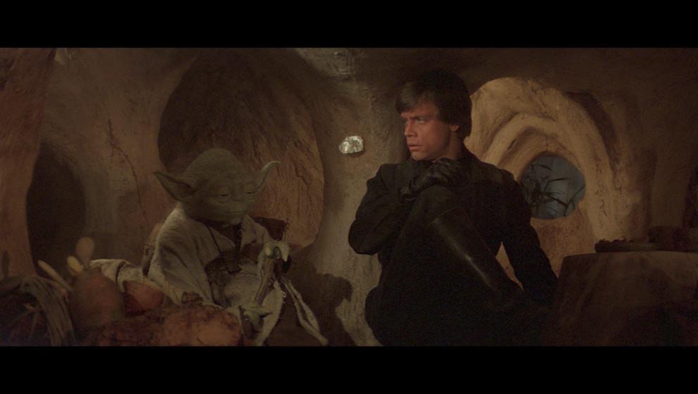 Luke reist nach Dagobah zurück, um sein Jedi-Training zu beenden. Von Yoda erfährt er, dass sein Training bereits beendet i