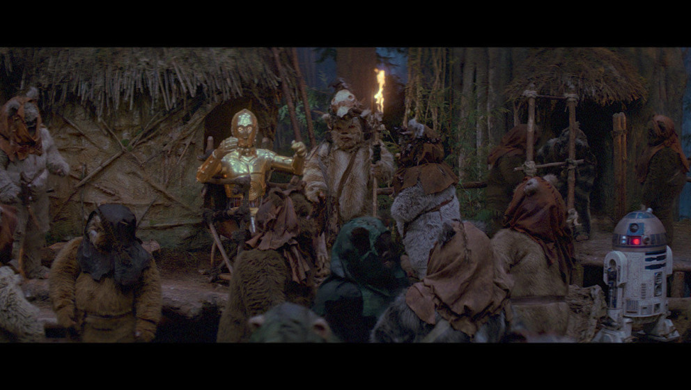 C-3PO, der als einziger die Sprache der Ewoks spricht, erzählt den Ewoks von der Mission der Rebellen. Daraufhin beschließe