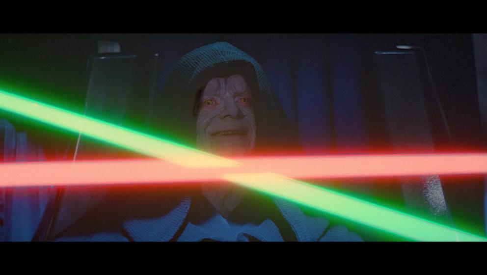 Der Imperator nutzt seine manipulativen Kräfte, um Luke dazu zu bringen, gegen Darth Vader zu kämpfen.